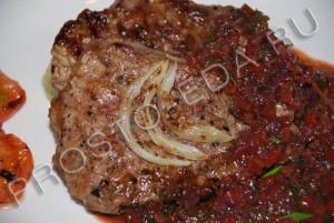 говядина под овощным соусом