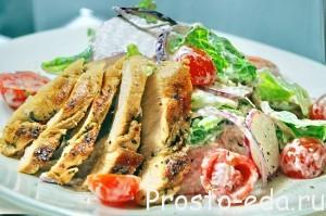 Салат с редисом и сочной куриной грудкойl