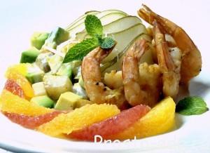 Креветки с грушей и йогуртовым соусом