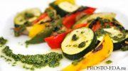 Овощи на шпажке с песто соусом