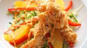 Салат с апельсинами и креветками в миндальных хлопьях
