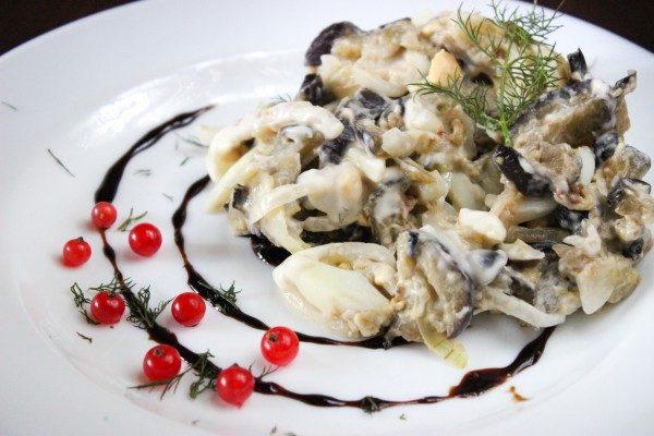 Салат из баклажан и орехов с майонезом