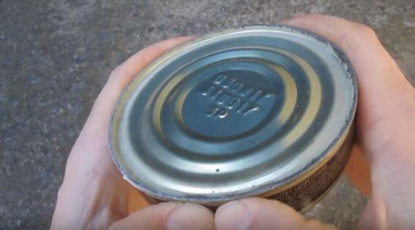Как открыть консервную банку на пикнике, если забыли взять нож или открывалку