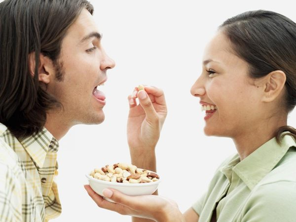 Могут ли орехи замедлить набор веса?