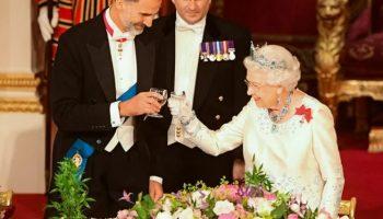 Королевские строгости: правила этикета за столом королевы Елизаветы II — а вдруг вам повезет