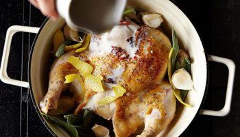 Запекаем курицу в кастрюле молока с лимоном — лучший рецепт от Джейми Оливера