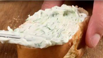 Обалденная сырная намазка из сметаны и кефира своими руками: просто все смешайте