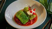Когда ждёте гостей: постное блюдо из ресторанной кухни — голубцы из савойской капусты с грибами
