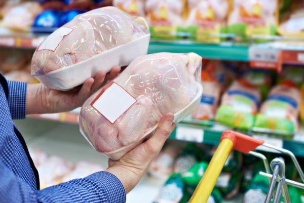 Куры в магазине. Фото ru.agroday.com