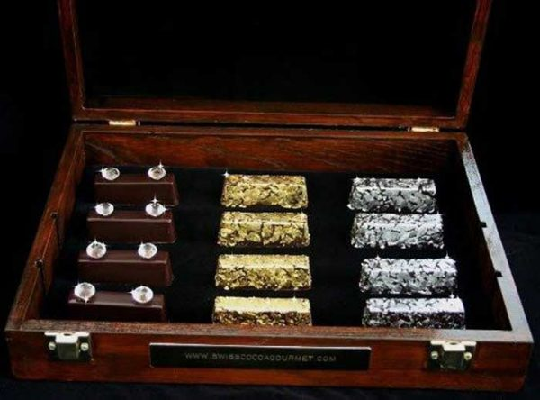 Самые дорогие конфеты Royal Collection. Все металлы и камни съедобны. Фото dekatop.com