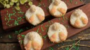 Милое пасхальное печенье «Кроличьи хвостики» с марципаном и кокосовой стружкой