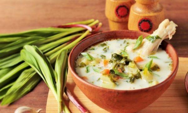 Сливочный суп с черемшой. Фото iamcook.ru