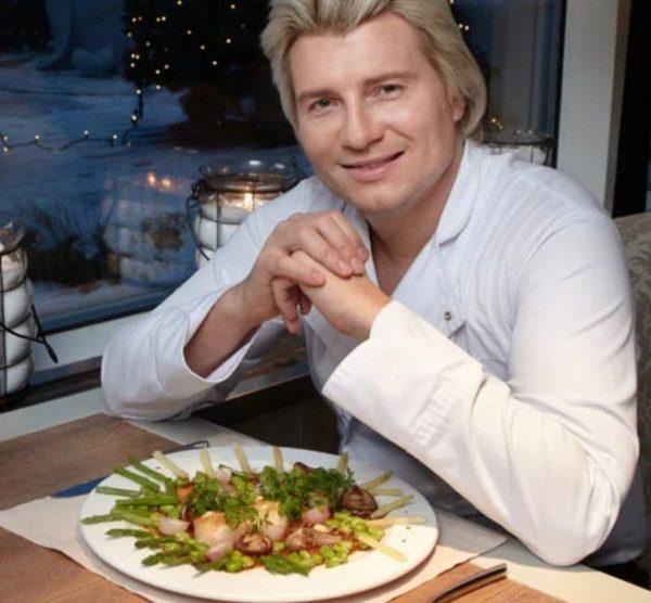 Николай Басков с салатом из морепродуктов