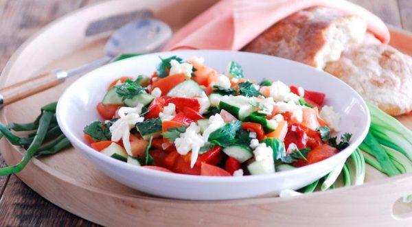 Шопский салат. Фото Гастроном