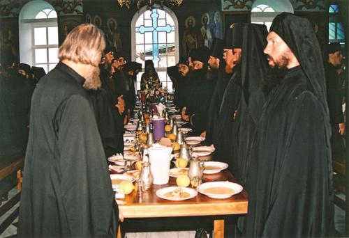 Молитва перед трапезой. Фото religion.wikireading.ru