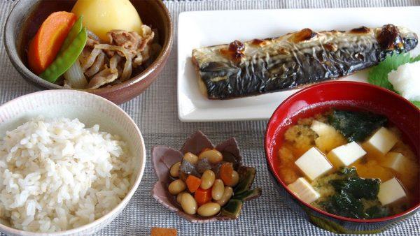 Небольшие порции еды. Фото nippon.com