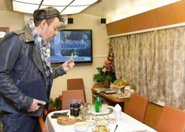 Гостиная в вагоне Киркорова. Фото 74.ru
