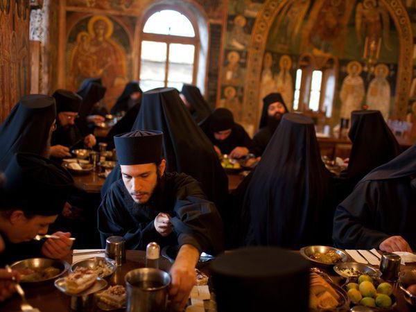 Трапеза. Фото youtube.com