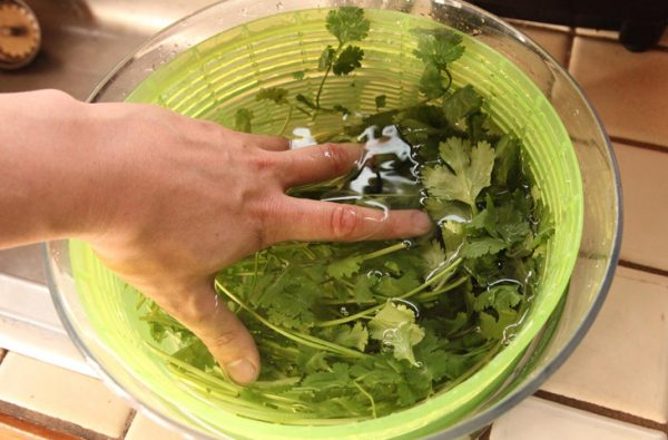Как мыть зелень. Фото steaklovers
