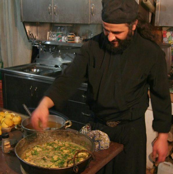 Готовка на монастырской кухне. Фото