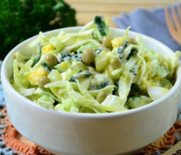 Салат с крапивой. Фото povar.ru