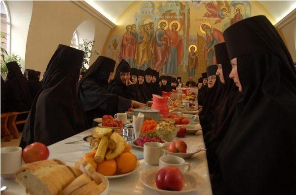 В трапезной Свято-Введенского женского монастыря. Фото pravmir