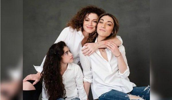 Алёна Хмельницкая с дочками. Фото