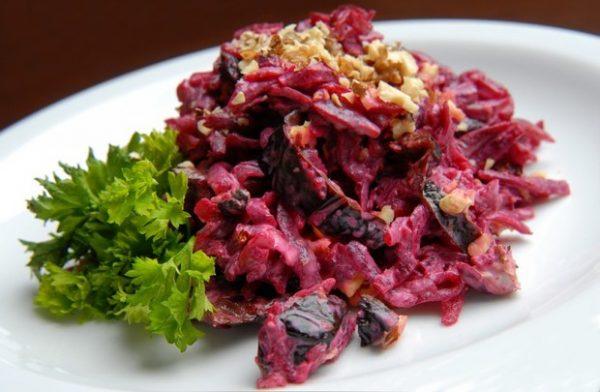 Свекольный салат. Фото wday.ru