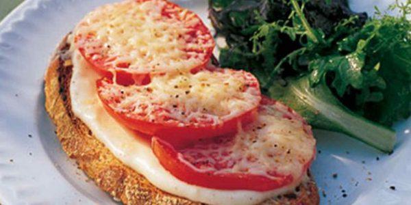 С томатами и сырной подливой