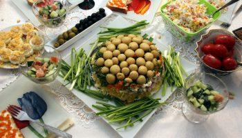 5 незаслуженно забытых советских салатов, которые подавали в каждом ресторане
