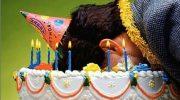 Не делайте так никогда! Девушку ткнули лицом в именинный торт и чуть не лишили глаза
