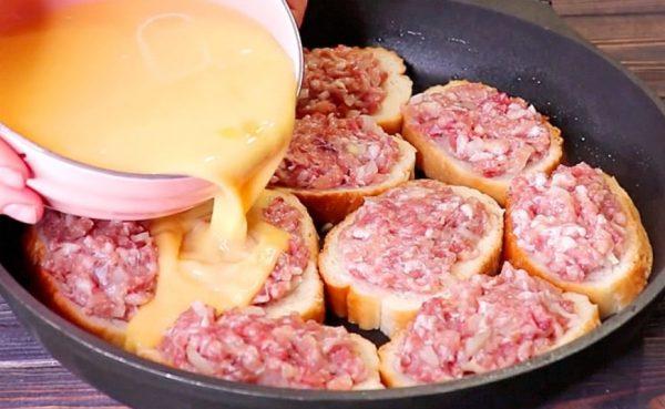 Берем батон, фарш и делаем настоящий мясной пирог - вкусный, сочный и ароматный