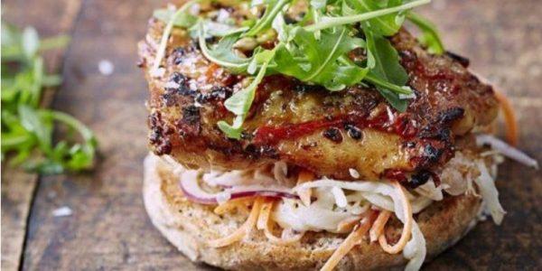Бутерброд с курицей. Фото gastronom.ru