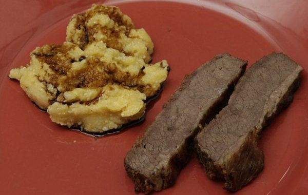 Картофель и мясо на ужин в тюрьме