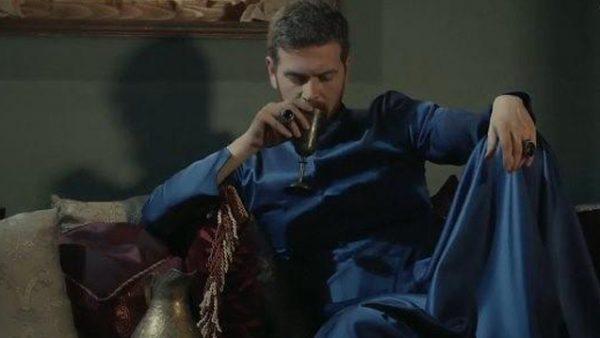 """Селим в сериале """"Великолепный век"""". Фото sultan-tv.ru"""